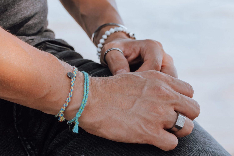 Nato Cuff – Bijoux homme Chevaliere texture en acier – Bracelets Coton tresse Summer et turquoise Made in France
